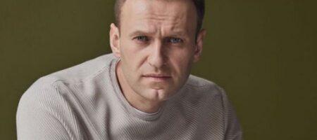 Навальный собирается судиться с Песковым