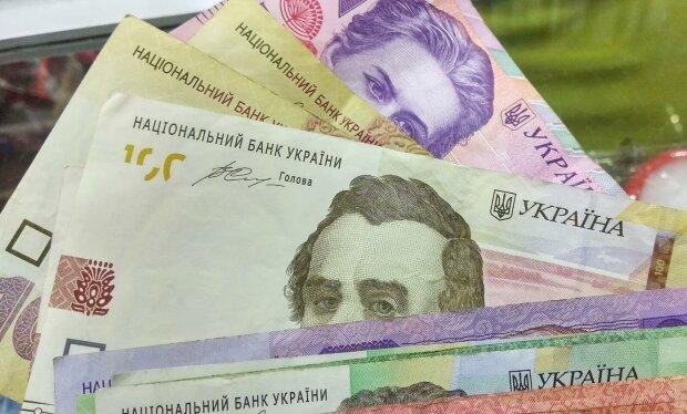 Украинцев предупредили о массовых блокировках счетов и проверках переводов
