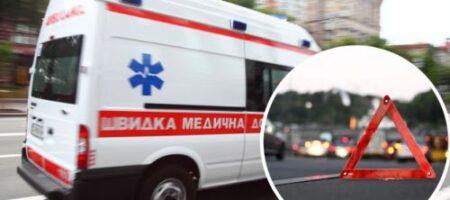 """В Киеве лихач устроил ДТП со """"скорой"""": видео объяснило многое"""