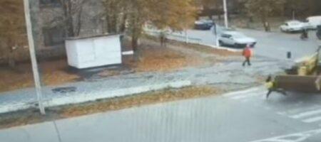 В Кировоградской области девушку на переходе снес трактор (ВИДЕО)