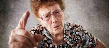 Будет знать: в Киеве бабушка избила грабителя, который отнял у нее рюкзак