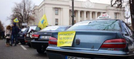 «Евробляхеры» сорвались: в Киеве полиция схлестнулась с протестующими