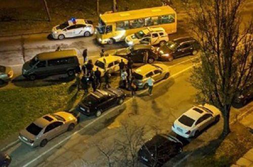Уходил от погони и не рассчитал: в Киеве водитель легковушки устроил масштабное ДТП