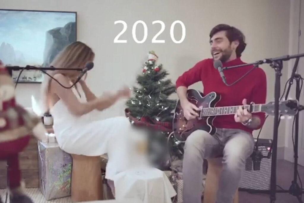 Популярная 27-летняя певица записывала новогоднее видео, не подозревая, что сзади уже полыхают её волосы