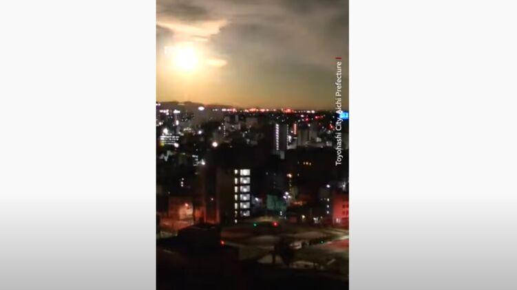 В небе над Японией взорвался загадочный огненный шар (ВИДЕО)