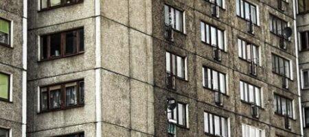 В Ровно школьница погибла, решив сделать селфи на крыше общежития