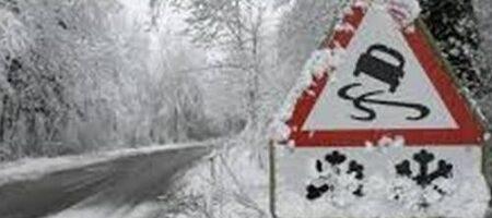 На дорогах гололедица: украинцев предупредили об опасности
