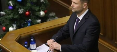 Шкарлет обещает рост на 20% зарплат педагогам с 1 января