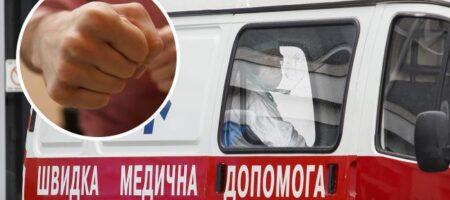 В Киеве мужчина избил женщину за замечание на глазах у ребенка: малыш стал заикаться