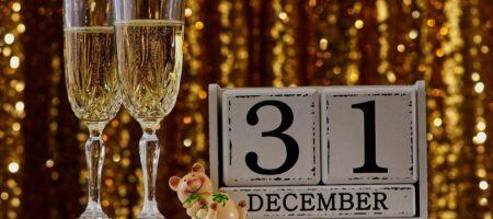 Ресторанам и кафе разрешили в Новый год работать: до скольки часов?