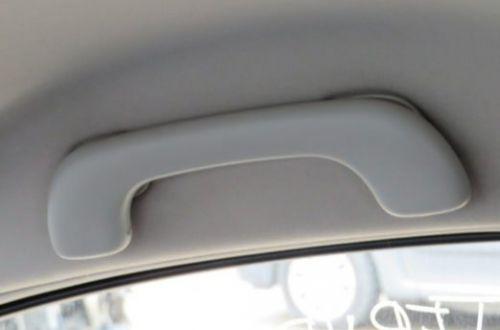 Зачем на потолке со стороны водителя прикреплена ручка