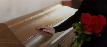 Открыла глаза и начала дышать: женщина ожила на своих похоронах