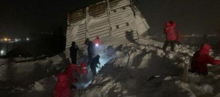 На России три человека погибли при схождении лавины