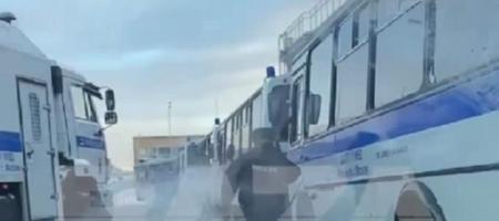 Возвращение Навального: во Внуково стоят автозаки (ВИДЕО)