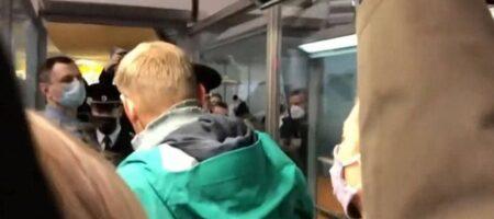 Навального задержали в аэропорту Москвы