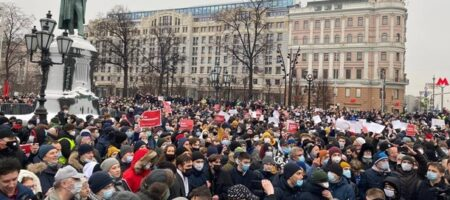 На акции в Москве идут массовые задержания (ВИДЕО)
