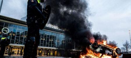 В Нидерландах протестующие сожгли центр тестирования на COVID-19