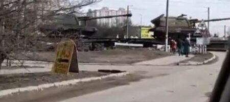 """""""Ого сколько танков! Нападать на Украину собрались?"""": очевидцы засняли переброс техники РФ (ВИДЕО)"""
