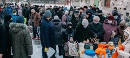 """В """"ДНР"""" снова очереди за бесплатной похлебкой (ФОТО)"""