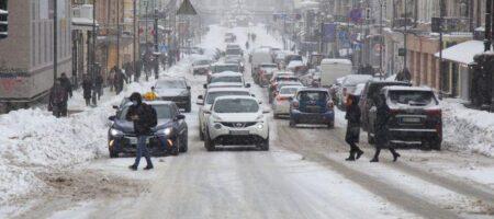 Тотальные пробки, ДТП и движение транспорта вне графика: ситуация на дорогах Киева