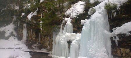 На Львовщине замерзли водопады (ФОТО)