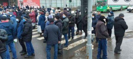 До ручки довели: работники завода в Харькове устроили акцию протеста