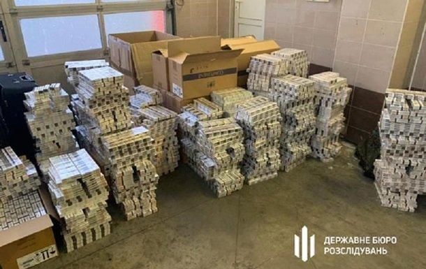 Сотрудники украинского посольства в Польше погорели на перевозке золота и $140 тысяч