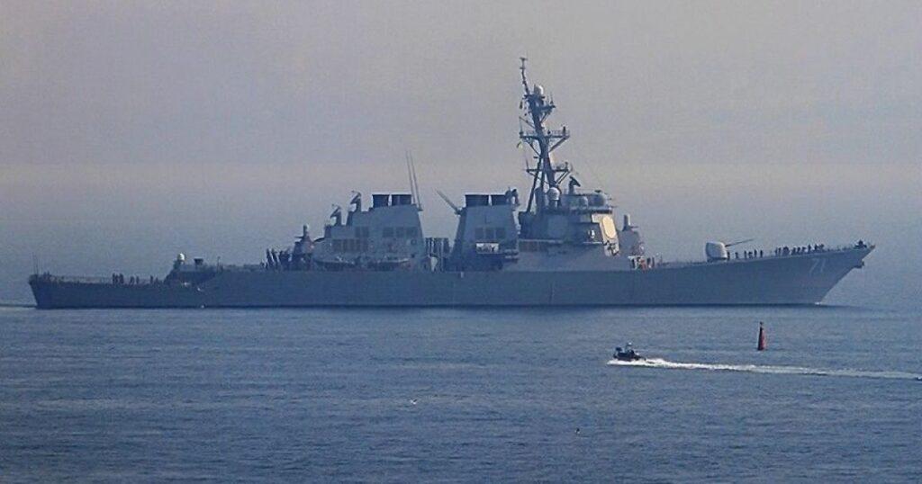 """Россия пригрозила США за корабли в Черном море: """"Им лучше держаться подальше от Крыма"""""""