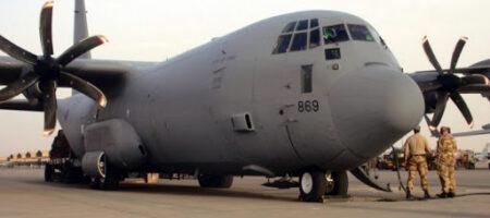 Стягивание войск РФ к границам Украины: самолет ВВС США Lockheed Martin C-130J совершил посадку в Киеве