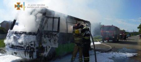 В Харькове на ходу загорелась маршрутка с пассажирами (ВИДЕО)