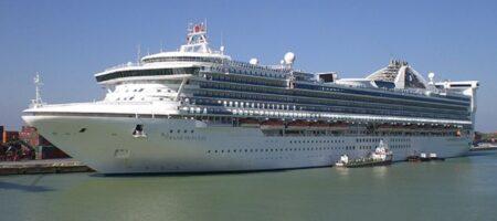 В гавани Гонконга затонули десять круизных лайнеров (ВИДЕО)