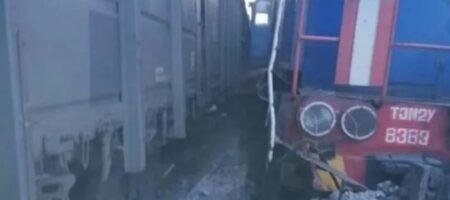 """В РФ два поезда столкнулись """"лоб в лоб"""""""