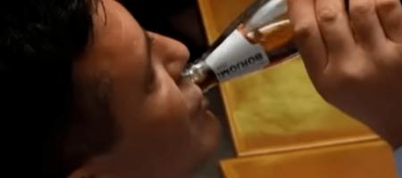 Тищенко угостил нардепов странным напитком