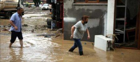 В Турции проливные дожди вызвали наводнение: объявлена эвакуация (ВИДЕО)