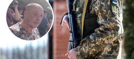 """В Днепре разъяренный мужчина набросился на военного: """"пошел за деньги убивать людей"""" (видео)"""