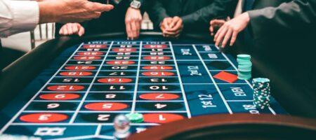 Блеф в покере: Как распознать уловки соперника