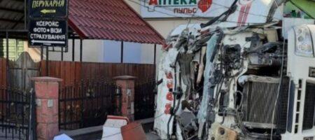 На Львовщине грузовик врезался в магазин, есть погибшие. ФОТО