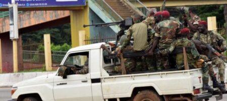 Военный переворот в Гвинее: мятежники захватили президента, в столице слышны взрывы (ВИДЕО)