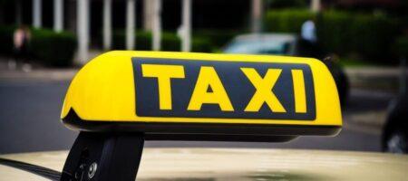 В Харькове две юные будущие прокуроршы устроили истерику в такси, не желая платить за проезд (ВИДЕО)