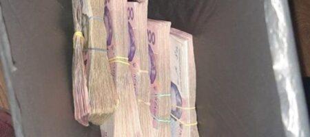 В Бердянске нашли пакет с десятками тысяч гривен