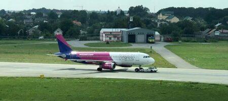 Во Львове экстренную посадку совершил пассажирский самолет