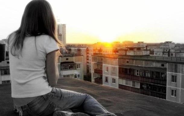В Харькове девочка-подросток спрыгнула с крыши высотки на глазах у подруги
