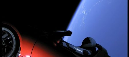 SpaceX провели успешный запуск ракеты Falcon Heavy с Tesla на борту