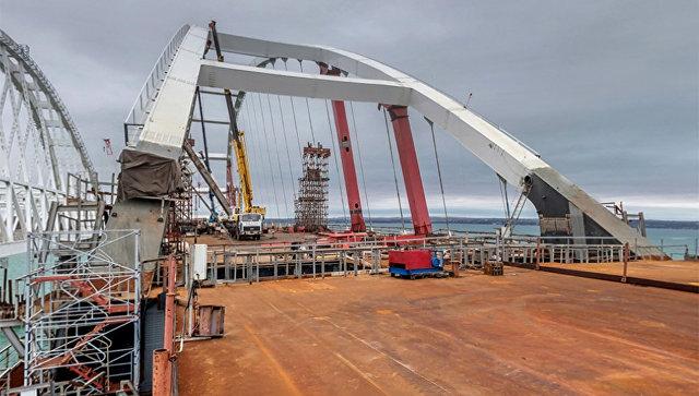 Конец керченскому мосту: в соцсетях выложили как рушиться одна из главных опор моста (ФОТО)