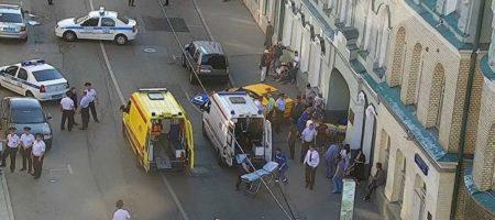 Большое ЧП в Москве: автомобиль въехал в толпу болельщиков - много пострадавших (ВИДЕО)
