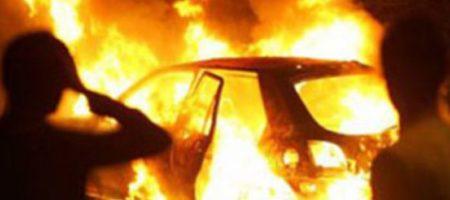 В Киеве взорвали автомобиль чиновника из Кабмина: подробности