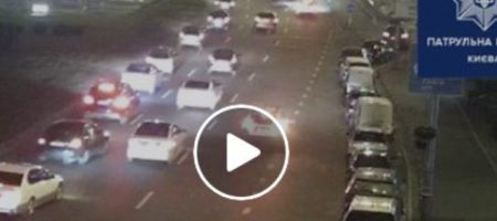 ВИДЕО падения Subaru с киевского моста попало в Сеть