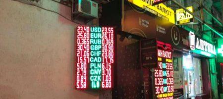 """Иностранцы выводят доллар из Украины, банкиры говорят об """"откате"""""""