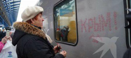 Без неадекватных не обошлось: пенсионерка с помадой набросилась на путинский поезд в Крыму. ФОТО