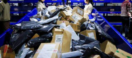 Можно ли забирать посылки из Китая без защитных костюмов: «Укрпочта» опубликовала срочное обращение к гражданам